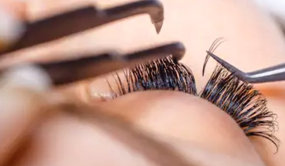 russian volume lashes application